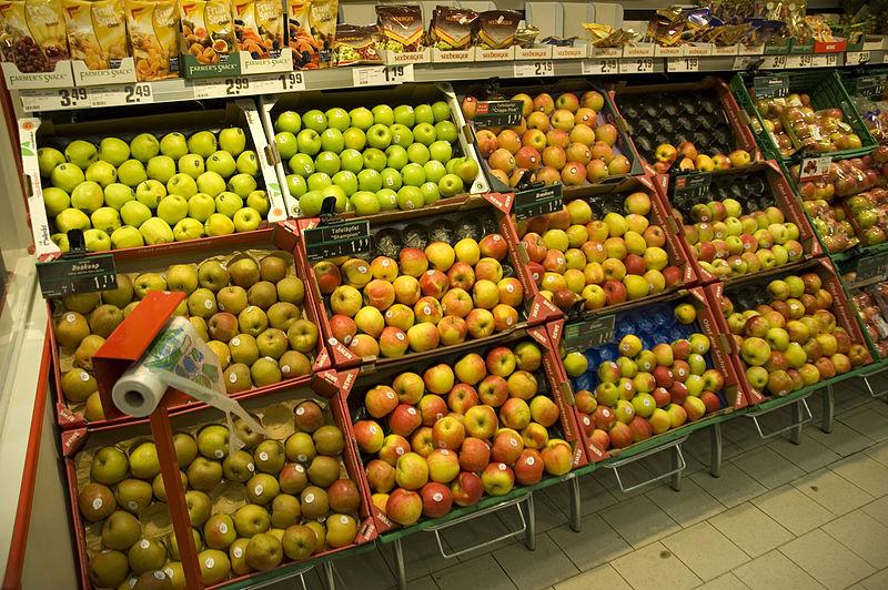 800px-Aepfel-im-supermarkt-rr